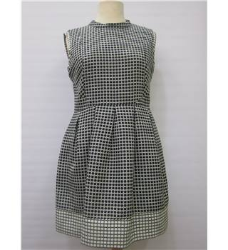 Oasis Size 16 Black and White Ladies' Dress Oasis - Size: 16 - Black - Knee length dress