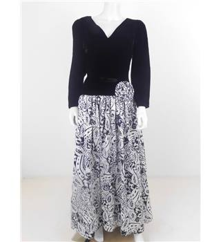 Vintage 1980s Trina Lewis Size 10 Black Velvet Bodice Dress With Black/White Patterned Long Skirt