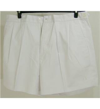 Fred Perry - Size: Large - White - Shorts