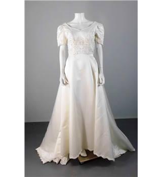 Bnwt amanda wyatt size 12 cream ivory wedding gown for Oxfam wedding dress shop
