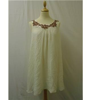 Single Dress - Size: M - White