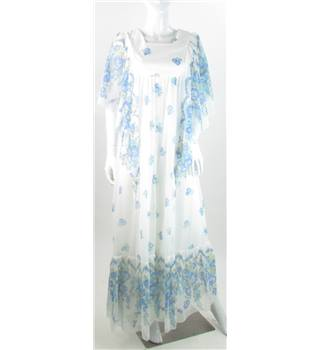 VINTAGE Unbranded - Size: 8 - White - Long dress With Cape