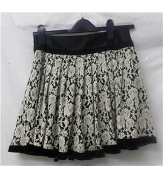 Juicy Girl - Size: M - Black and beige - Mini skirt