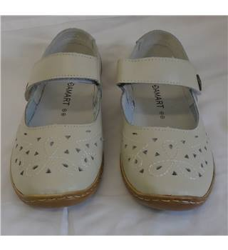 Brand New Damart Shoes - Size - 5 - Cream