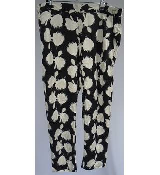 Gap  - Size Large - Black And Grey - Floral Print - Trousers