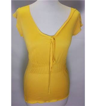 BNWT DUCK AND COVER medium Yellow Cap Sleeved Top [HALF PRICE]