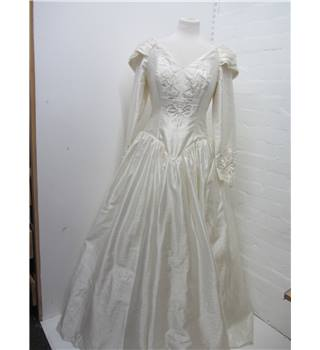 Ladies Ronald Joyce-London Wedding Dress Ronald Joyce-London - Size: 12 - Cream / ivory