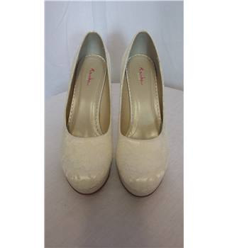 Ivory lace heels size 5 Rainbow Club - Size: Other - Cream / ivory - Shoes