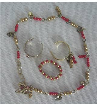 Charm type Bracelet and ring set, gold  red and silver colours AVON - Size: Medium - Multi-coloured