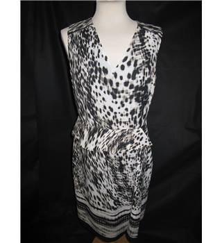Per Una - Marks and Spencer - Black Very Light Grey - Lined - Party Dress - Size 12 UK