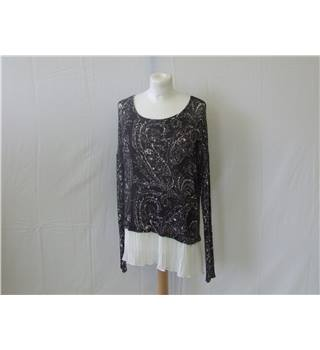 50% OFF SALE Abercrombie and Fitch Paisley Jumper Size Small Abercrombie and Fit - Multi-coloured - Jumper