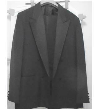 "Harbarry of England - Tuxedo - 40"" Harbarry of England - Size: XL - Black"