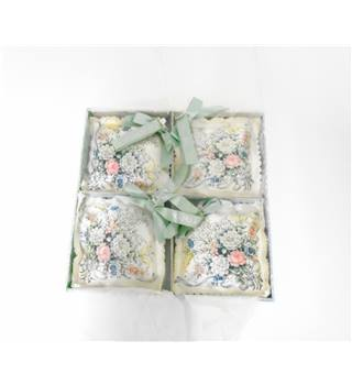 Mary Chess carnation scented sachet x 4
