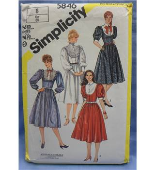 Simplicity 5846 Misses' Fitted dress with collar and sleeve variations