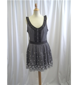 Yumi - Size: L - Black and White - Sleeveless top