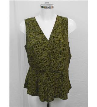 New Look green spotty print top Size 12