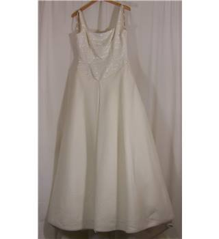 Alfred Angelo - Size: 14 - Cream / ivory - A-line wedding dress