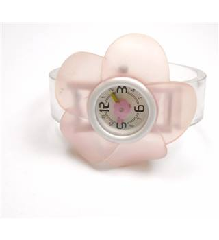 Pink, white & clear synthetic flower face watch