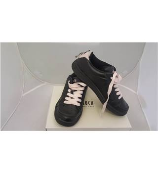 Bloch - Dance Trainers in Black/Pink - Size 3
