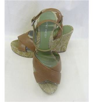 Nine West size 4 brown leather with green pattern wedge. Nine West - Size: 4 - Brown