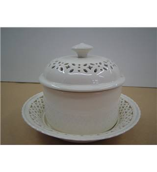 Leedsware Creamware Round Dish with Lid and Plate stand