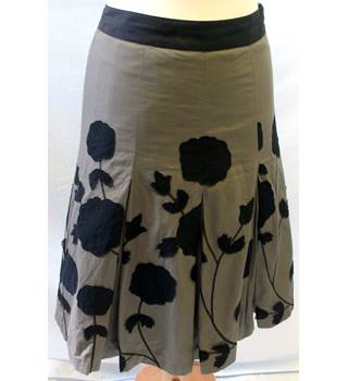 Next - Size: 6 - Grey and black - Ladies' Knee length skirt