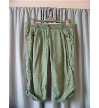 "Fat Face - Size: 36"" - Green - Cropped trousers"