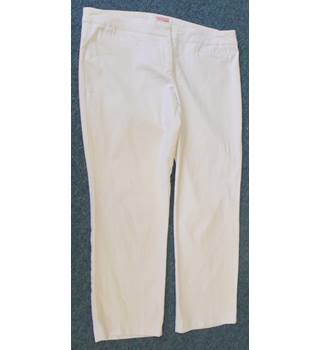 "Phase Eight - Size: 32"" - White - Ladies' Cropped trousers"
