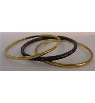 Unbranded - Size: Medium - Gold & Black - Bangles