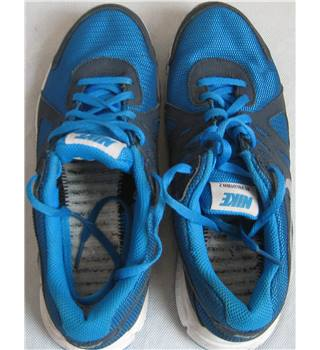 Nike Revolution 2 GS UK Size 5.5 Blue/Navy/White/Silver Nike - Size: 5.5 - Blue - Trainers