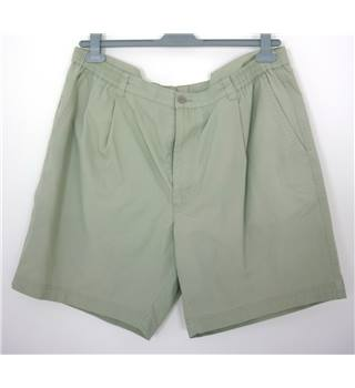 "Farah Size: L, 38"" waist, 7"" inside leg Pale Apple Grey Casual/Fun Cotton & Polyester ""Weekend"" Chino Shorts"