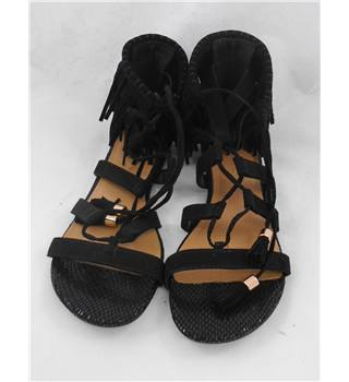 BNWOT New Look black sandals Size 8