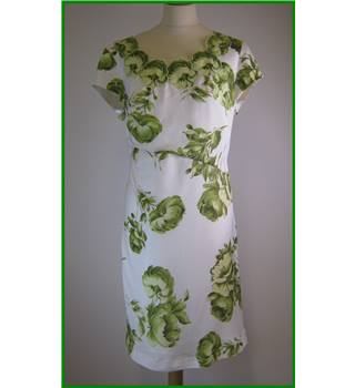 Minuet Petite - Size: 18 - Cream with Green floral