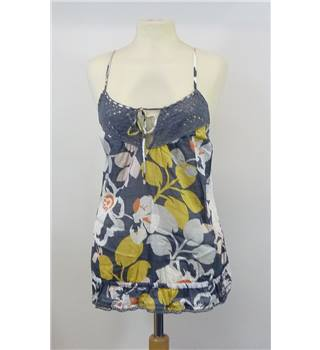 Hollister small grey and yellow floral strappy top. Hollister - Size: S - Grey