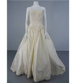 Vintage 90's Alfred Angelo Size 10 Ivory Silk with Gorgeous Embellishment Wedding Dress