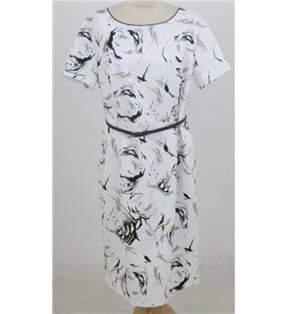 Rowlands size: 16 white with black pattern short sleeved dress