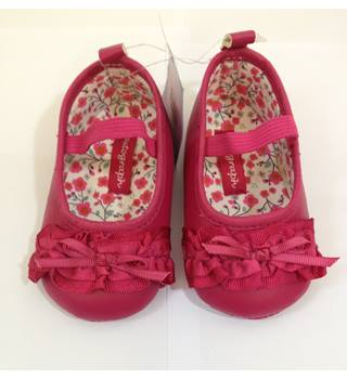 Brand new - M&S Marks and Spencer - Baby shoes - size 3 - 6 months M&S Marks & Spencer - Size: 3 - 6 months - Pink