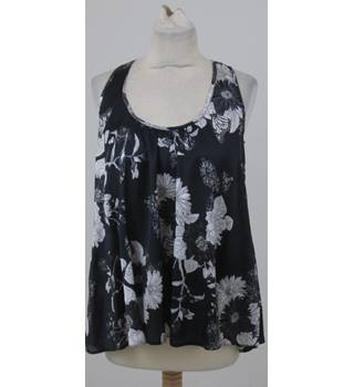 BNWT Dorothy Perkins - Size: 8 - Navy floral sleeveless top