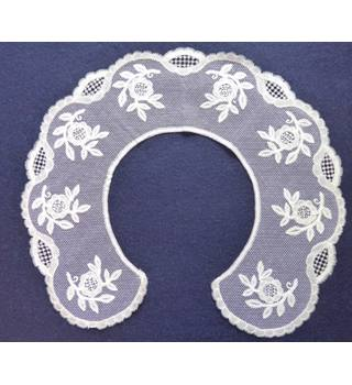 Hand-made lace collar White