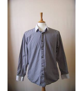 Aspen and Court - Size: M - Grey - Long sleeved