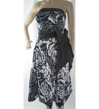 Coast - Size: 8 - Black And White - Strapless dress