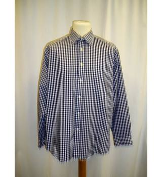 VanHeusen - Size: M / 16.5 (42cm)- Blue and white - Long sleeved - 100% cotton - Shirt