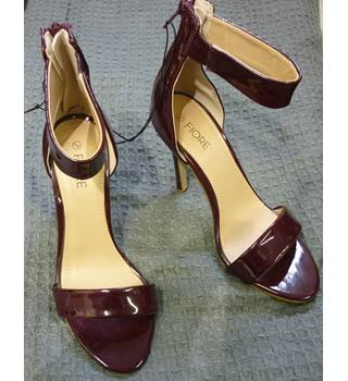 FIORE brand new size 4 burgundy ankle strap heels FIORE - Size: 4 - Burgundy - Heeled shoes