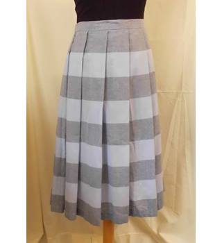 BNWT Jaeger - Size: 12 Grey/blue - Calf length pleated skirt