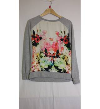 Grey floral pattern sweatshirt size 6 by River Island River Island - Size: 6 - Multi-coloured