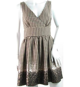 Faust - Size: 12 - Brown/Beige - Knee Length Houndstooth Dress