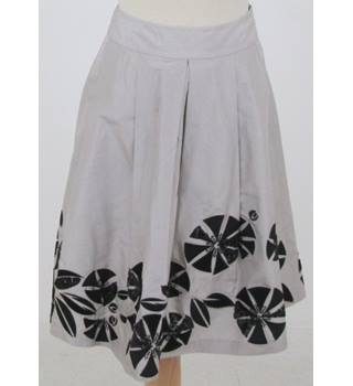 Fenn Wright Manson size: 8 grey pleated skirt
