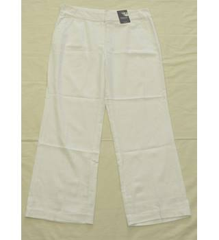 BNWT - M&S - Size 16 - White - Trousers