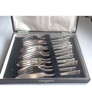 Community Plate Set Of Six Fish Knifes And Forks