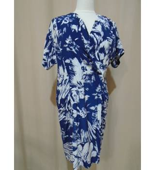 WHISTLES - Size 10 - Blue with White Floral Patterns